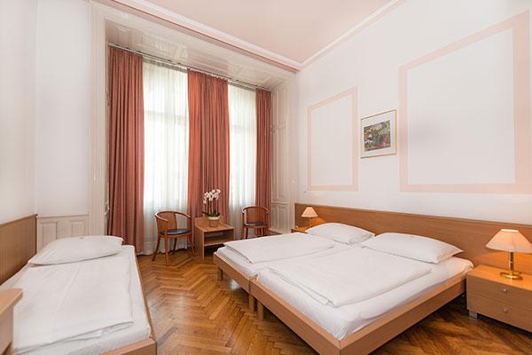 Dreibettzimmer - Hotel MARC AUREL - Wien