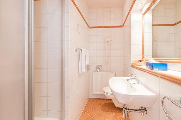 Einbettzimmer/Badezimmer - Hotel MARC AUREL - Wien
