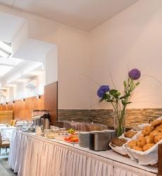 Frühstücksbuffet - Hotel MARC AUREL - Wien